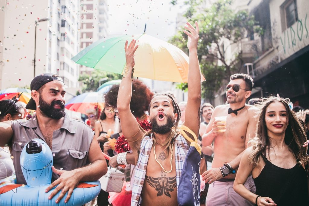A crowd of revellers from the museum at São Paulo's Carnival, 2017. © Adriana de Maio